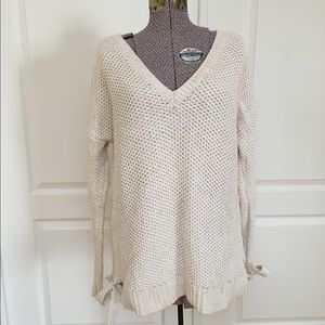 Hinge Knit Pullover Sweater with Bows